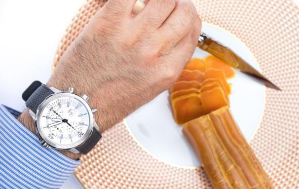 Βουτάμε για το «χαβιάρι της Ελλάδας» με το IWC Aquatimer Chronograph