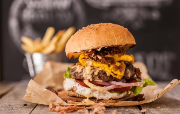 Pax Homemade Burgers: από τη Νέα Υόρκη στη Θεσσαλονίκη και τώρα στην Αθήνα