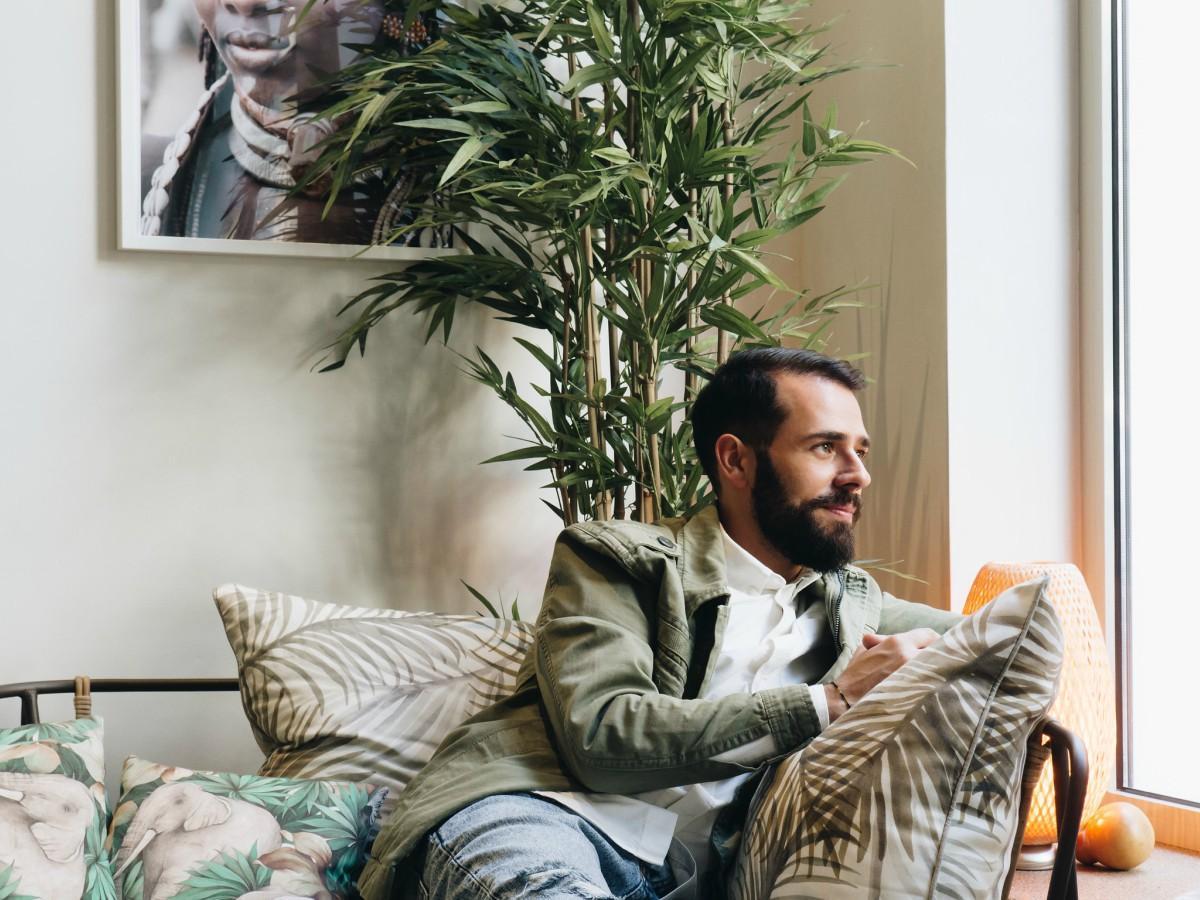 Δημήτρης Μπογδάνος  «Η ζωή αγαπά τους ευγενείς στη σκέψη και στην ... e3fa2480f5e