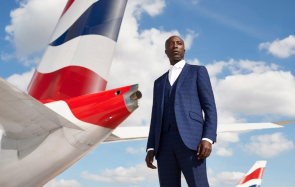 Ozwald Boateng: Ο μαύρος δανδής της Savile Row σχεδιάζει τις στολές της British Airways