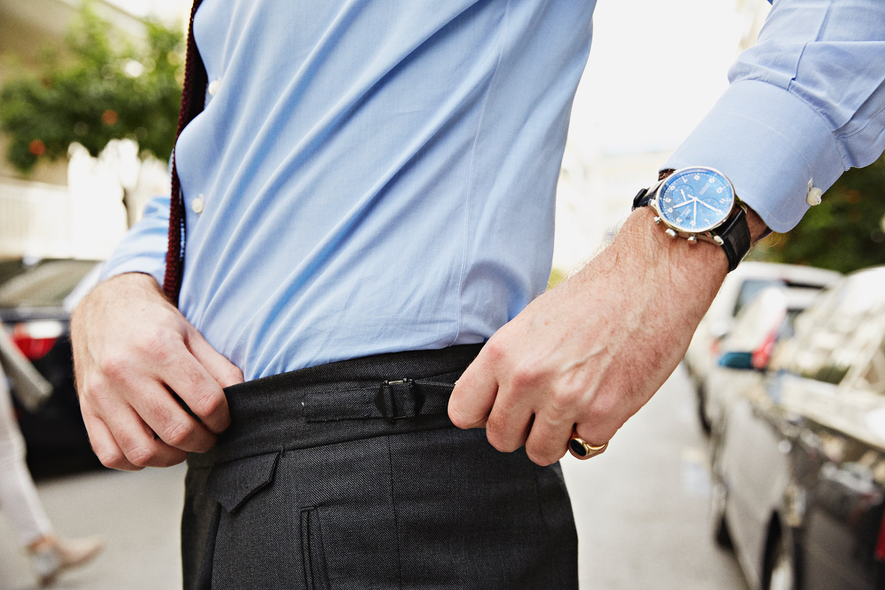 3ddf55466739 Τα πλαϊνά ζωνάκια έχουν αρκετά πλεονεκτήματα  Δεν πέφτει το παντελόνι