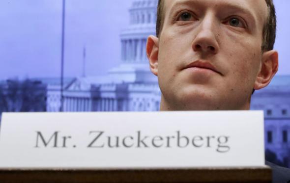 Το Facebook έχει γίνει απειλή για τη Δημοκρατία;