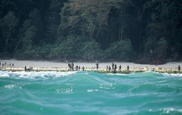 Αφήστε ανέπαφες τις τελευταίες «πρωτόγονες» φυλές, ίσως είναι η μεγαλύτερη περιουσία της ανθρωπότητας