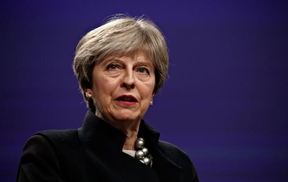 Η Μέι δεν είναι James Bond και η Βρετανία δεν είναι πια αυτοκρατορία…