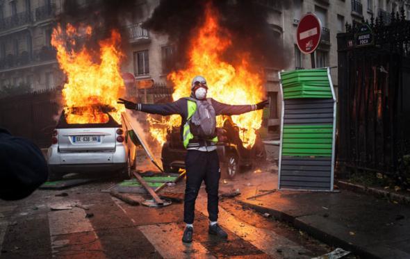 Τι βλέπουμε στη Γαλλία; Την Ευρώπη να αυτοκαταστρέφεται επειδή δεν είναι πια ανταγωνιστική