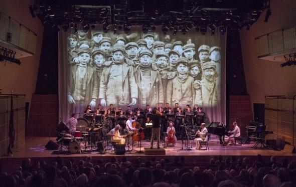 Δυο μουσικά έργα της Julia Wolfe στη Νέα Υόρκη για τα μαύρα χρόνια της εργατιάς