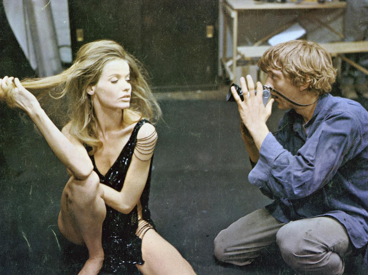 dae971801b72 Veruschka von Lehndorff and David Hemmings in Michelangelo Anton