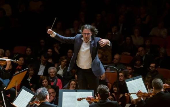 Λεωνίδας Καβάκος και Κρατική Ορχήστρα Αθηνών: μια σχέση μουσικής