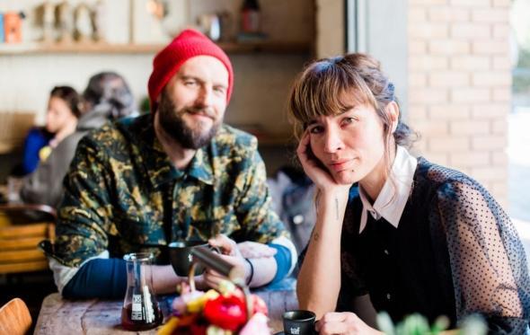 Εβίτα & Alex: Οι στυλάτοι λάτρεις του καφέ που δημιούργησαν το «Different Beast»