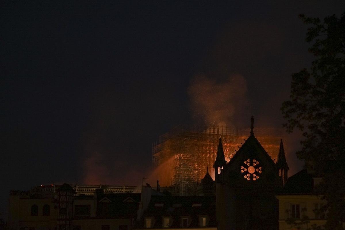 a2cbb45fc778 church  Disaster  fire  Notre Dame  Paris  Παναγία των Παρισίων ...