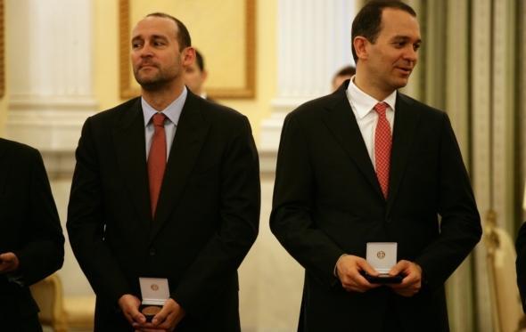 Ο αποκλεισμός-χαστούκι του Ολυμπιακού έχει ονοματεπώνυμο: αδελφοί Αγγελόπουλοι