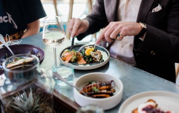 Πρώτη ματιά στο Folk. Το νέο, cool εστιατόριο, Βύσσης και Αιόλου γωνία