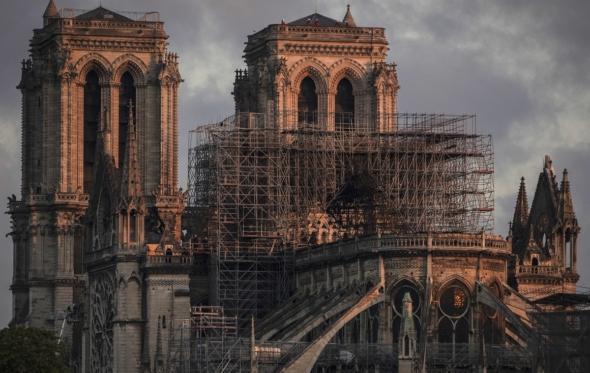 Πρέπει να αποκαθιστούμε πλήρως τα μνημεία;