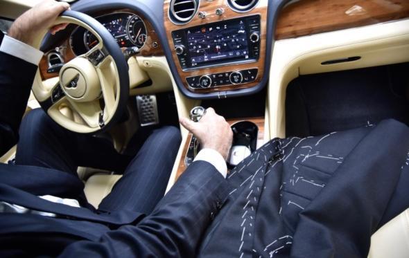 Με τη Luxury Hire στο Bespoke Athens: η Bentley συναντά την υψηλή ραπτική για τζέντλεμεν