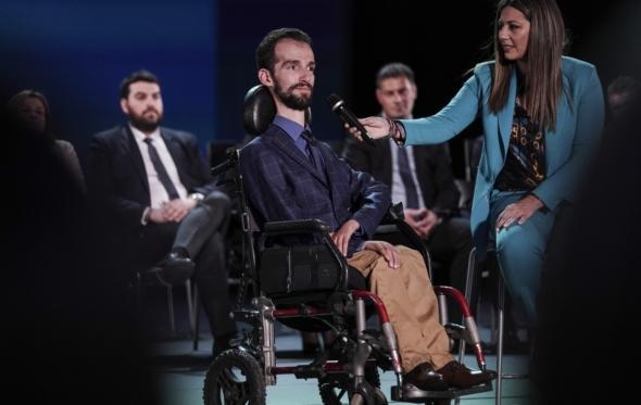 Στέλιος Κυμπουρόπουλος: «Προσβολή να ασχολούνται μόνο με την αναπηρία και να με ακυρώνουν ως άτομο»