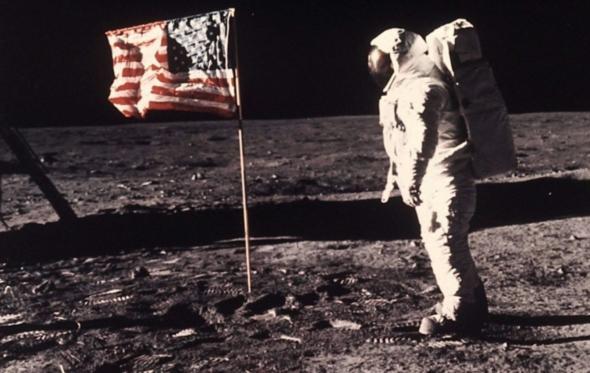 Οι ποιητές μας για τον πρώτο άνθρωπο στο φεγγάρι – 50 χρόνια πριν σαν σήμερα