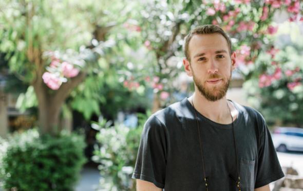 Βασίλης Κεκάτος: «Είμαστε στα 28 μας και στην Ελλάδα θεωρείται νορμάλ να μη βγάζουμε χρήματα»