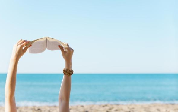 Τα Top 5 νέα βιβλία ελληνικής λογοτεχνίας για το καλοκαίρι