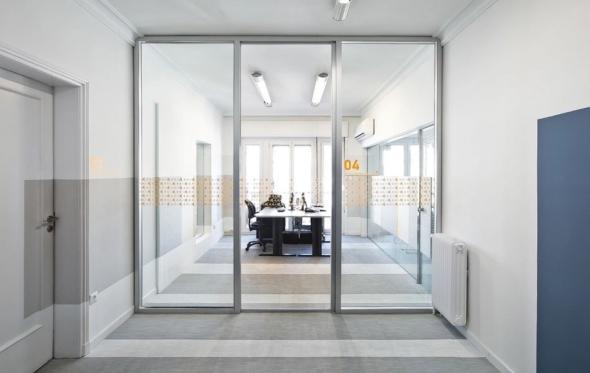 Απλό και ανθρώπινο ντιζάιν στα νέα γραφεία των Γιατρών SOS