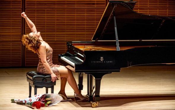 Μια «εκρηκτική» πιανίστρια