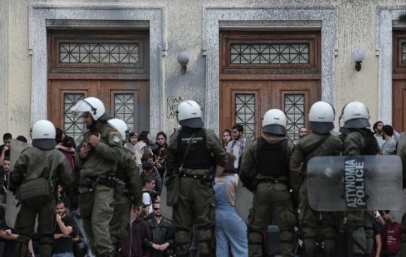 Μην τρελαθούμε: Στην ΑΣΟΕΕ δεν καταλύθηκε το άσυλο, αλλά η παρανομία