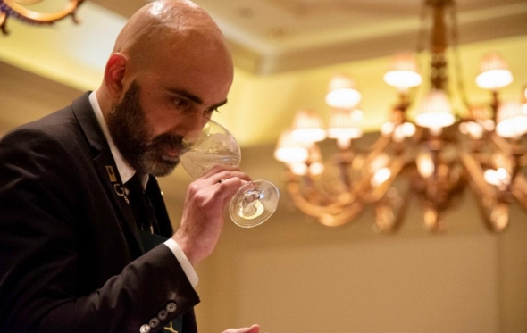 Ελευθέριος Χανιαλίδης: «Για καιρό ήθελα να αναδειχθώ καλύτερος Έλληνας Οινοχόος»