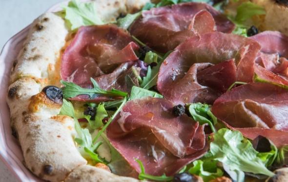 «Etien Pizza Bar»: άρωμα ναπολιτάνικης πίτσας στο Ν. Ψυχικό