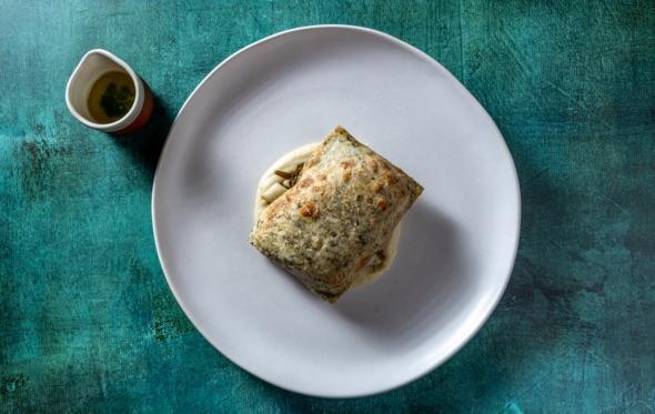 Συνταγή: λαυράκι σε ζύμη μυρωδικών από τον Γιάννη Λιόκα