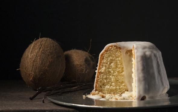 Συνταγή: ξεχωριστό κέικ με ινδική καρύδα και βανίλια από τον Στέλιο Παρλιάρο