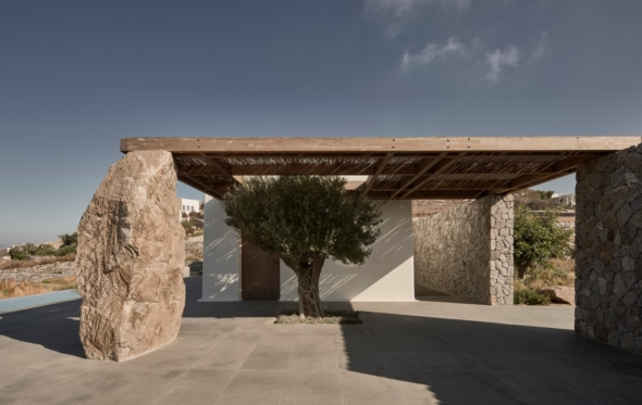 Villa Mandra: μια μποέμ κατοικία στη Μύκονο με εξαιρετικές αναλογίες
