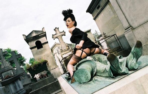 Victor Noir: το «προικισμένο» άγαλμα που λατρεύουν οι εφαψίες
