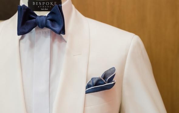 Το λουκ του μήνα: λευκό σμόκιν, ιδανικό για καλοκαιρινό γάμο