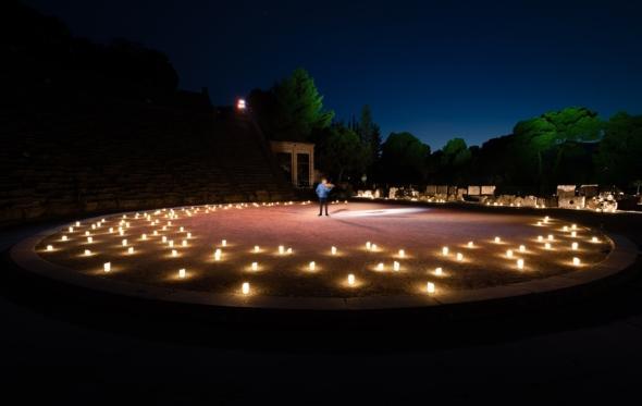 Ο Λεωνίδας Καβάκος στο Ασκληπιείο: μια βραδιά μύθου και μουσικής