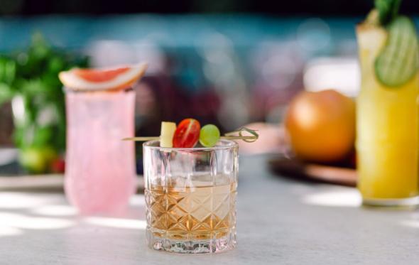 Συνταγή: Τρία καλοκαιρινά cocktails για απολαυστικά απογεύματα