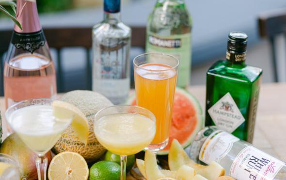 Εύκολα, δροσερά & οικονομικά: Καλοκαιρινά cocktails για το σπίτι