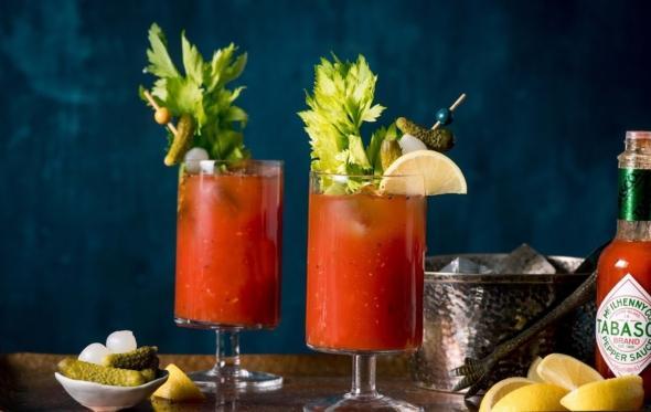 Bloody Mary: το αιμοδιψές κοκτέιλ του Χεμινγουέι και του Γκενσμπούρ