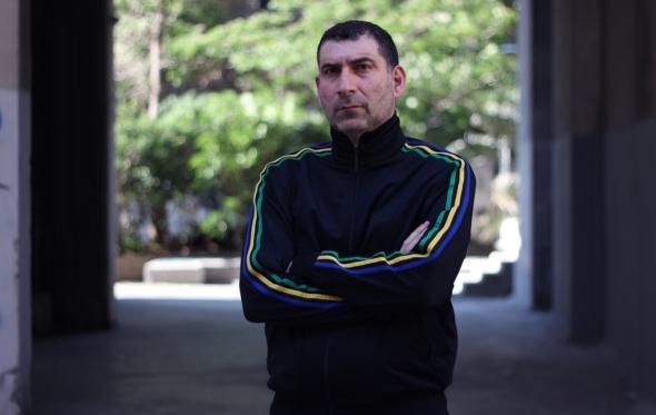 Γιάννης Οικονομίδης: «Στις ταινίες μου μιλάω για την βλακεία του Έλληνα που είναι μια επιδημία»