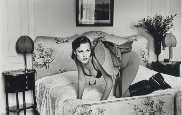 100 χρόνια Helmut Newton: Ο μέγας φωτογράφος της απογύμνωσης