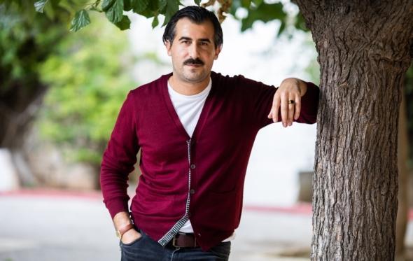 Νίκος Ερηνάκης: «Tο ιδεώδες της ευτυχίας είναι υπερεκτιμημένο»