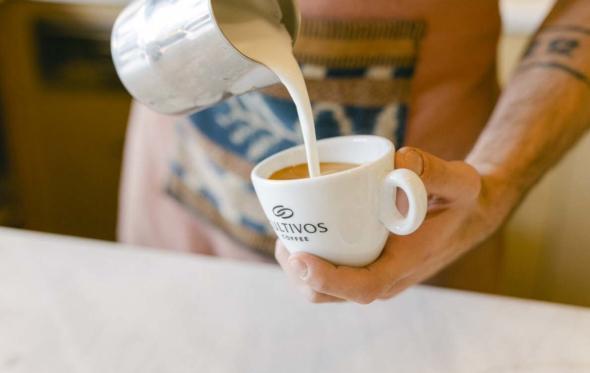 Τα Cultivos «έδεσαν» στον Πειραιά: νέα γενιά καφέ στο λιμάνι