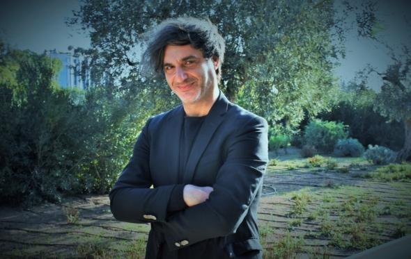 Αλέξανδρος Αβρανάς: «Η αδιαφορία της Ελλάδας απέναντι στις τέχνες είναι αβάσταχτη»