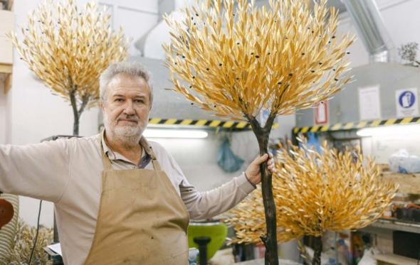 Κωνσταντίνος Βαλαής, ο μετρ της χρυσής ελιάς που στολίζει τα σπίτια των ισχυρών