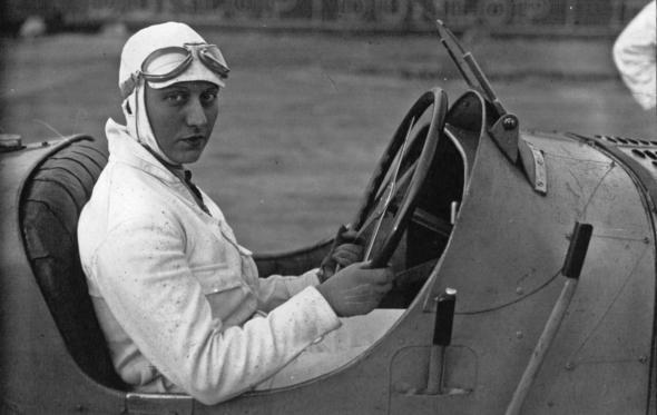 H Βασίλισσα της Bugatti: Η άγνωστη ιστορία της Hellé Nice