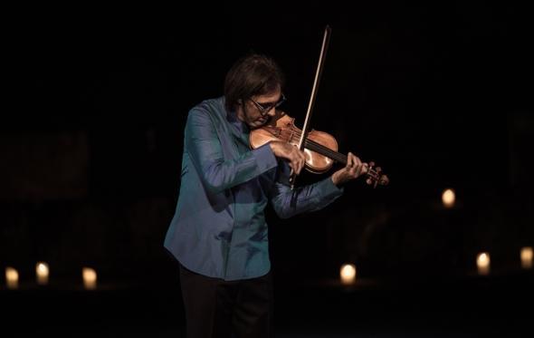 Δείτε διαδικτυακά την Πρωτοχρονιά τη συναυλία του Λεωνίδα Καβάκου στην Επίδαυρο