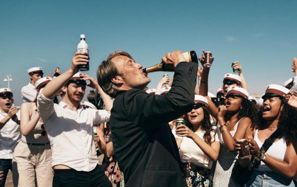 «Άλλος ένας γύρος»: μια ταινία που ρέει άφθονο αλκοόλ