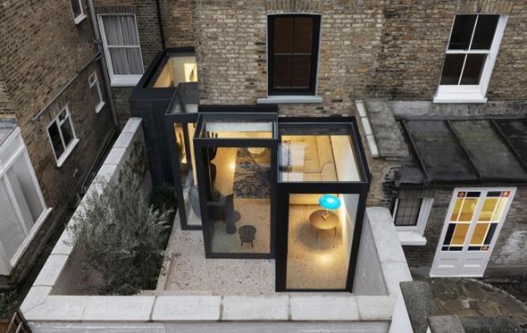 Frame House: η θεατρική μαγεία μιας λονδρέζικης οικίας από έλληνες αρχιτέκτονες