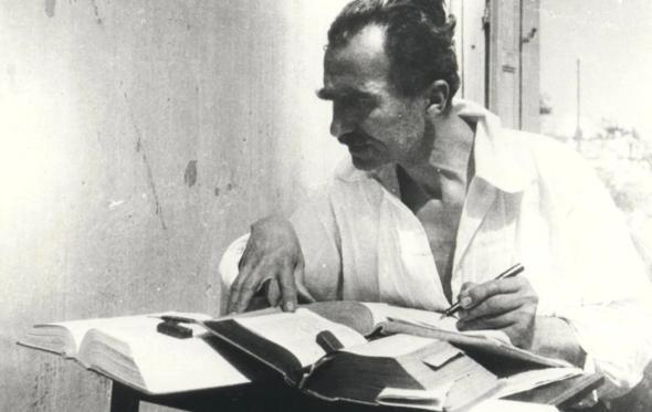 Νίκος Καζαντζάκης: «H Ελλαδα επιζεί ακόμα μέσα από διαδοχικά θαύματα»