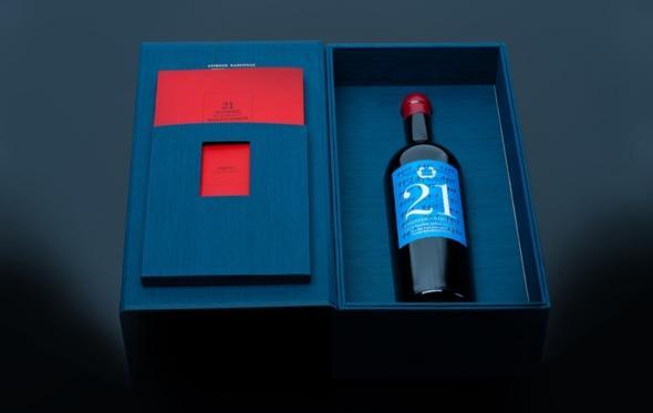 «21 χρονιές»: το Κτήμα Σκούρα τιμάει το αθάνατο κρασί του '21 με τον καλύτερο τρόπο