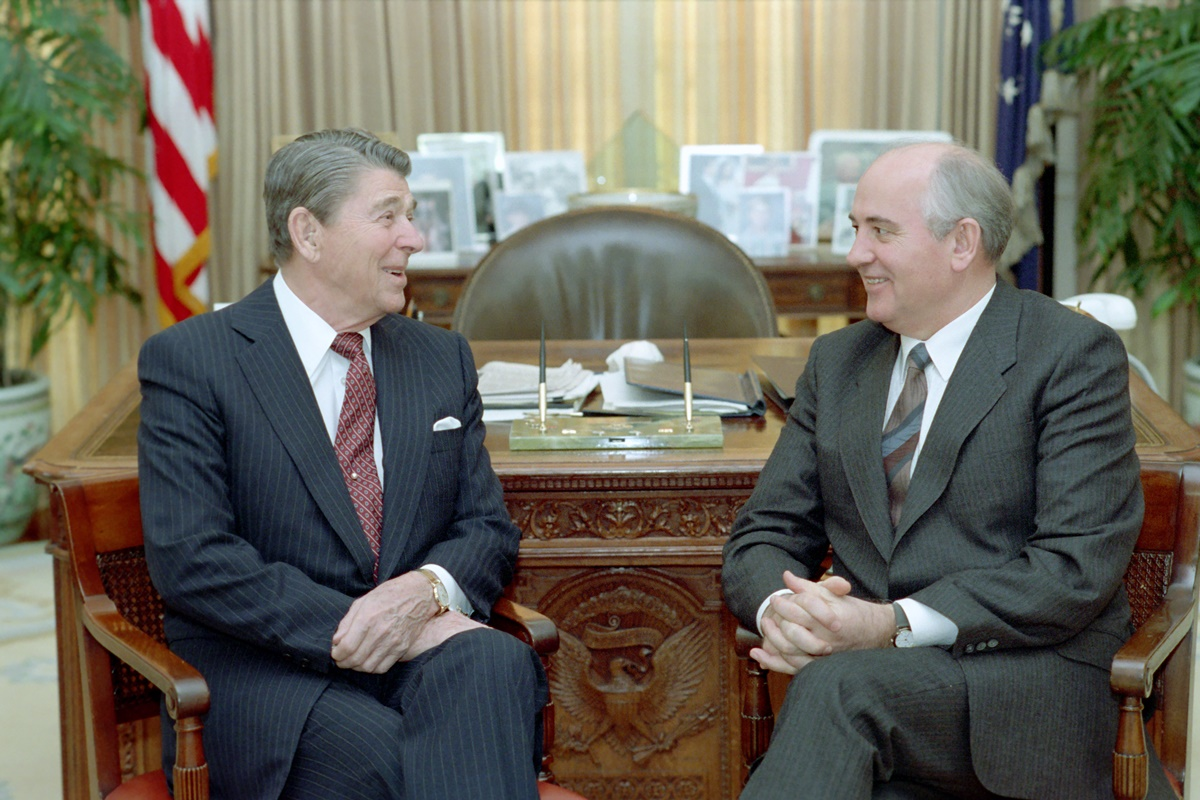 President Ronald Reagan talks with Mikhail Gorbachev in the Oval Office during the Washington Summit