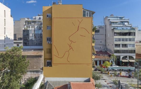 Η Αθήνα απέκτησε το δικό της «φιλί» ύψους 22 μέτρων